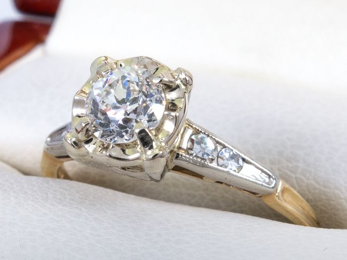 14 kt. Gold - 0.60 Ct - Diamond ring with 0.54ct center.