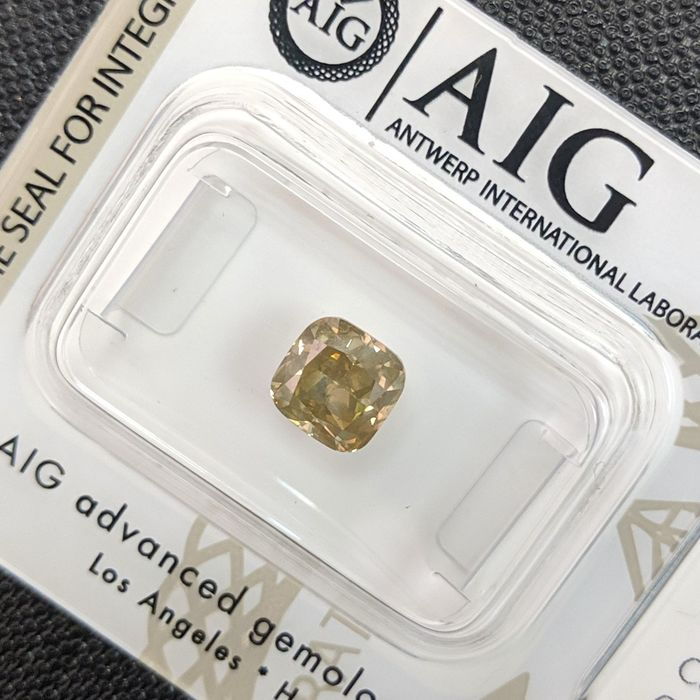 Diamond - 1.36 ct - Cushion - fancy intens brownish yellow - SI2, No Reserve Price