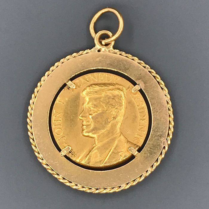 TITOLO 900 Yellow gold - Pendant with medal