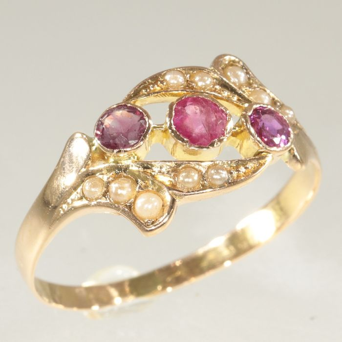 18 kt. Pink gold - Ring, Antique - Engagement Ring - Era: ca. 1880 - Victorian - 0.30 ct Ruby - Pearls, NO RESERVE PRICE