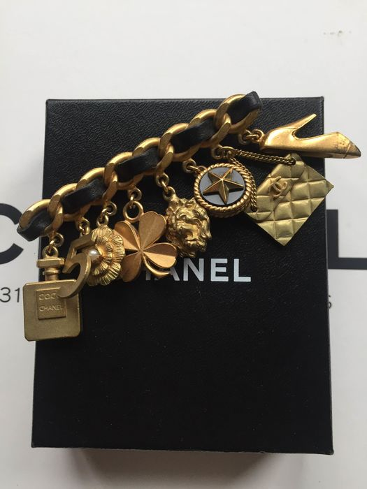 Chanel - Charm pin brooch Broche