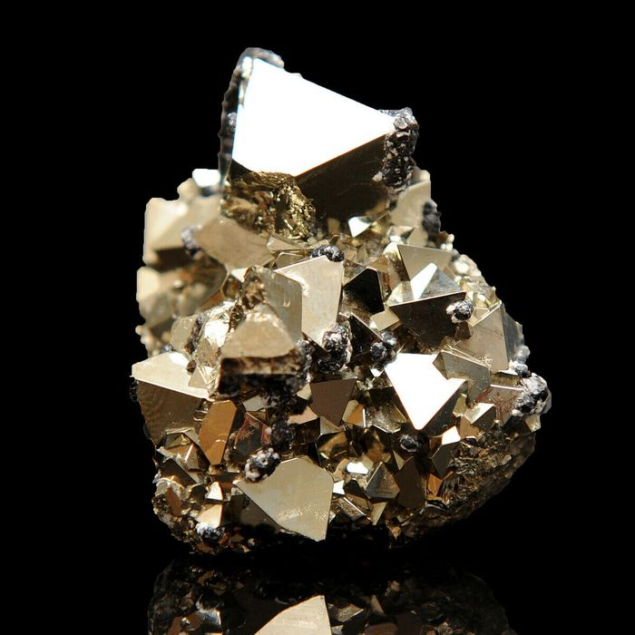 TOP! Octahedral Gold Pyrite with Sphalerite Crystal cluster - 4×4.5×2.6 cm - 94 g