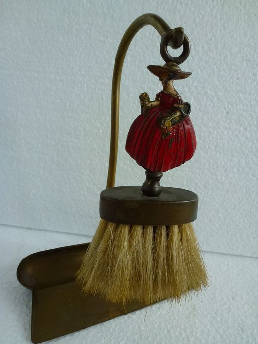 Table slider - brush with beautiful handle of image lady with red dress - copper