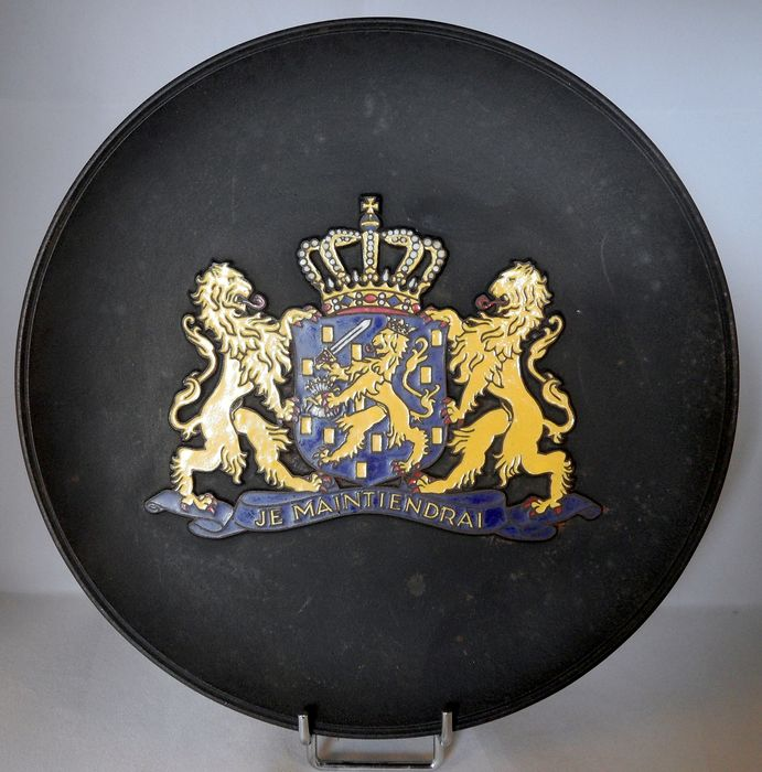 iron plate with the arms of the Netherlands (1) - cast iron - mid 20th century