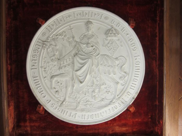 W.Mengelberg - Limited edition large Queen Wilhelmina plaque 1891 - Gypsum and Wood