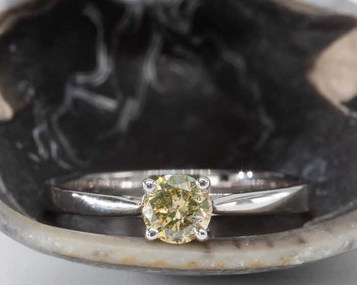 14 kt. White gold - Ring - 0.51 ct Diamond - Fancy Yellow Green - No Reserve Price
