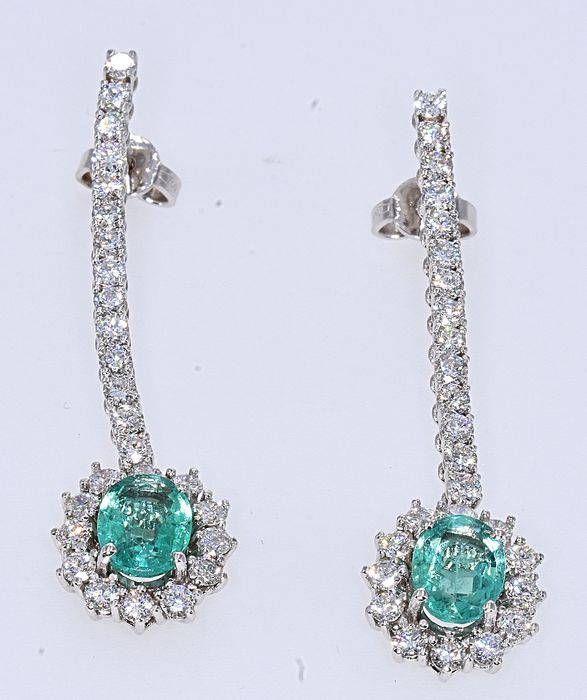 18 kt. White gold - Earrings - 2.55 ct Emerald - 2.26 ct Diamond