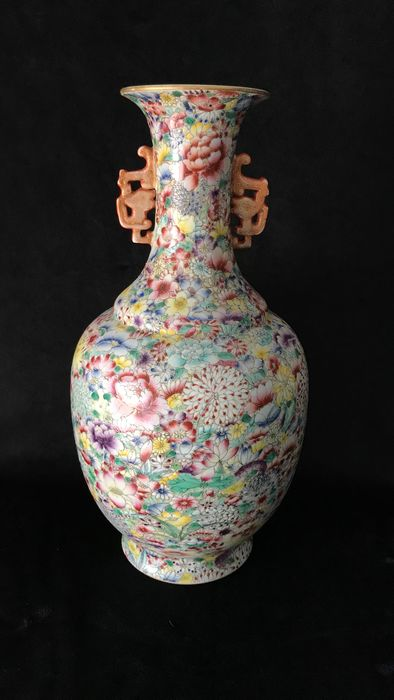 Jarrón - Mille fleur - Porcelana - Qianlong Mark But Later Period - China - Segunda mitad del siglo XX