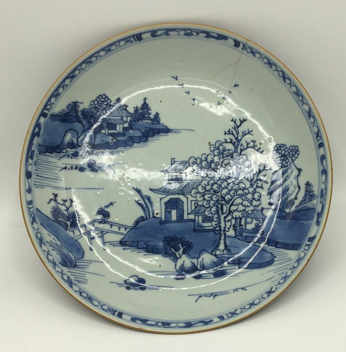 Shallow dish - Porcelain - Landscape - China - 18th century