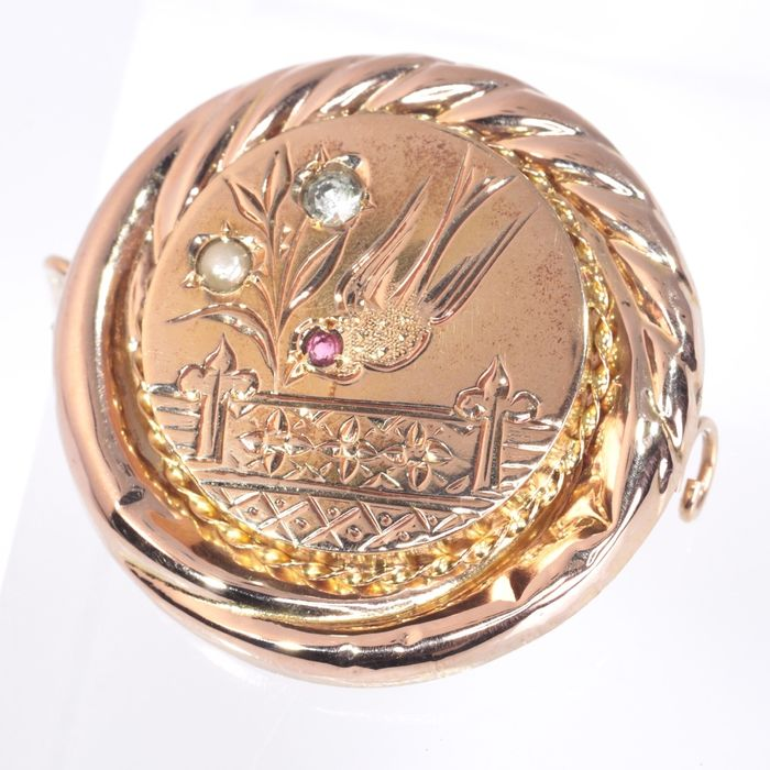 18 kt. Pink gold - Brooch, Antique with engraved a flying swallow - Anno 1880 -  Pearl - White- and Red Strass - NO RESERVE PRICE