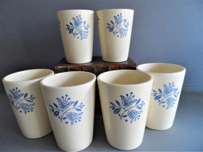 VVB-ceramics, Annaburger - earthenware factory, Annaburg / Torgau - 6 Milk cups / cups decorated with blue flowers (6) - earthenware