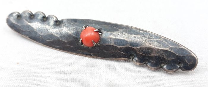 D.P.M. Gaillard - Silver Amsterdam School brooch set with a red coral