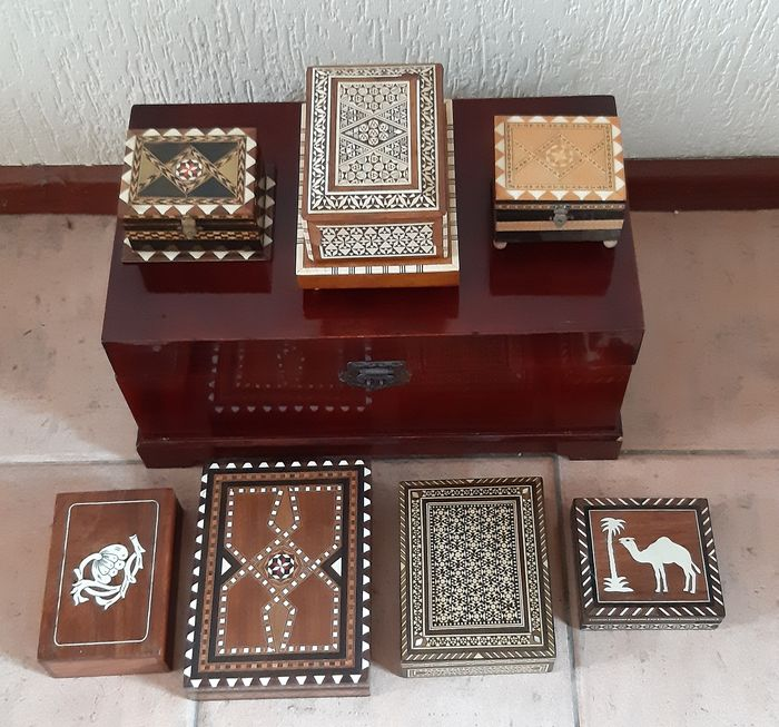 7 wooden jewelry boxes, 2 with music boxes - wood, bone and mother-of-pearl