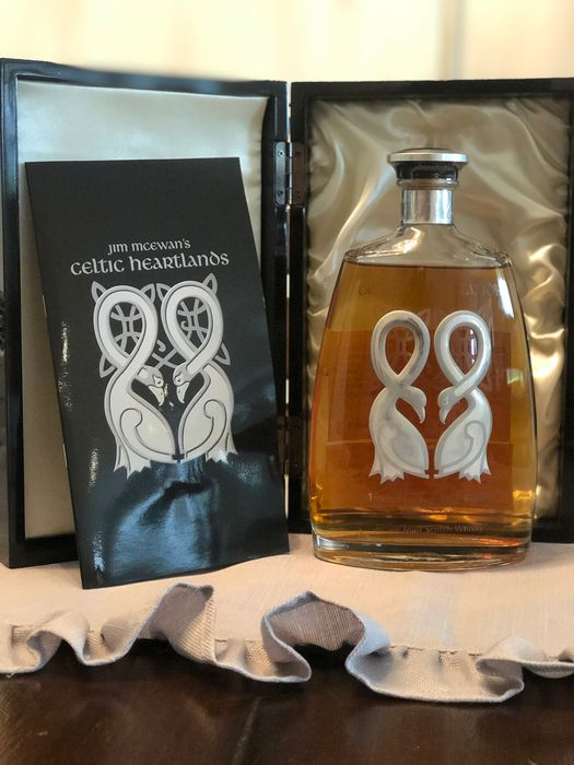 Highland Park 1967 35 years old Celtic Heartlands  - Jim Mcewan Celtic Heartlands - b. 2000s to today - 750ml