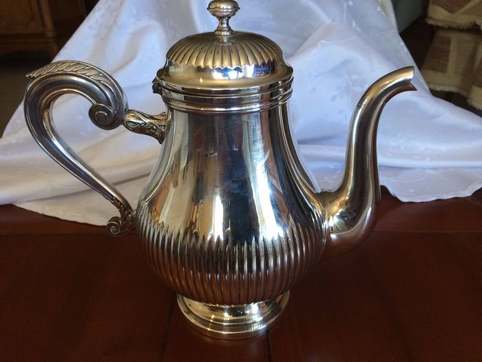 Christofle - Richly decorated coffee maker - Silverplate