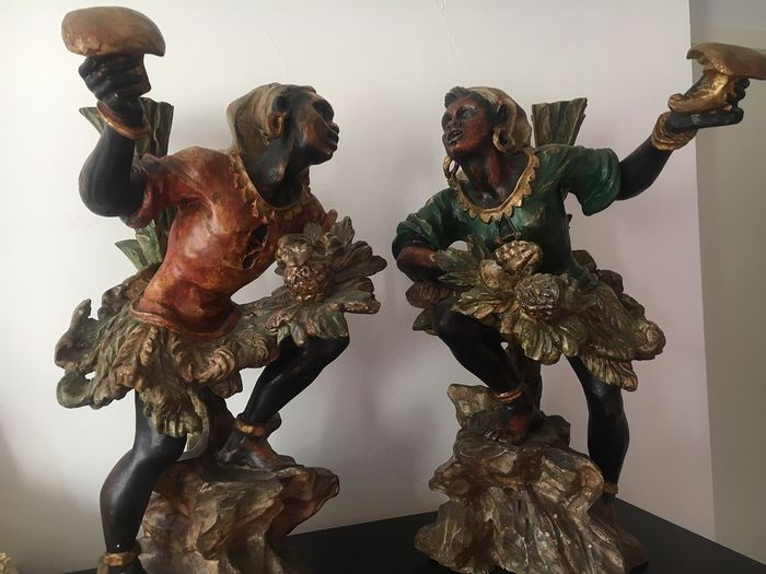 Sculpture, Pair of Venetian Sculptures - A couple of fruit pickers or blackamoors (2) - Wood, Polychrome Painted - Second half 19th century