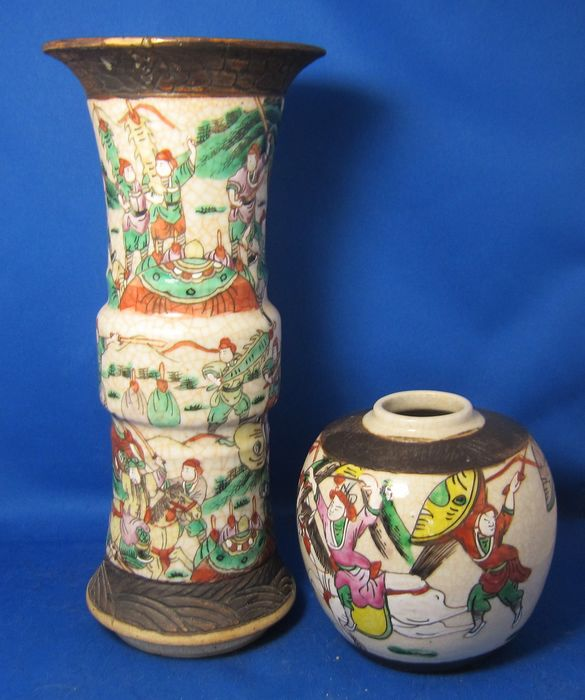 Gu vase and jar with soldiers - Porcelain - China - 19th century