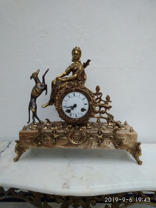 Mantel clock - bronze and marble
