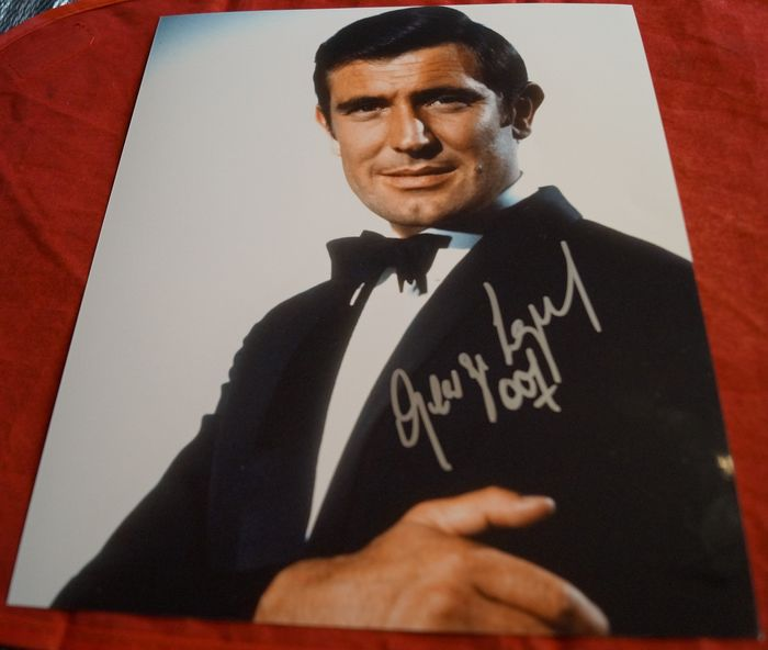 """James Bond 007 - George Lazenby in """"On Her Majesty's Secret Service""""   - hand signed with COA  - Photo"""