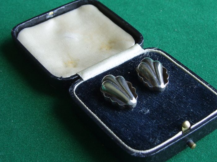 Set of antique hearing aid devices in a case (1) - Silver