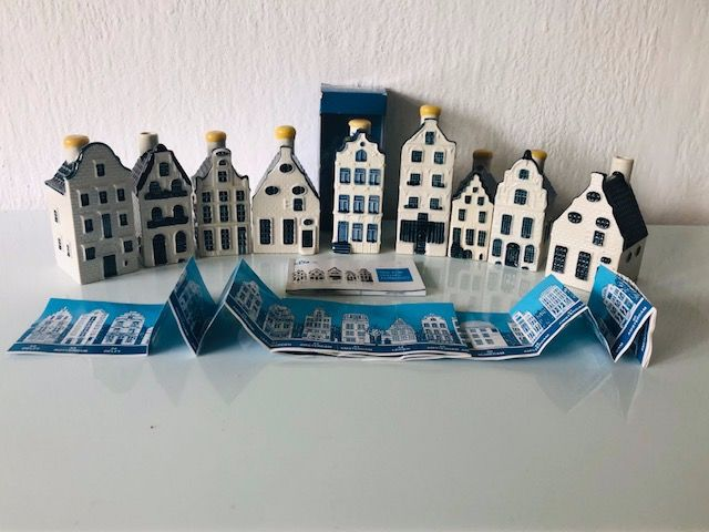 Delfs Blauw - 9 KLM houses, one with original box, brochure and booklet (9) - Ceramic