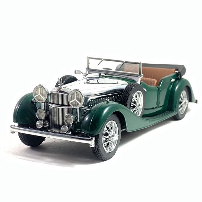 Franklin Mint - Luxurious 1938 Alvis 4.3 Litre Model - Extremely detailed model made out of 156 different components - Scale 1/24 - Mint condition, like new.