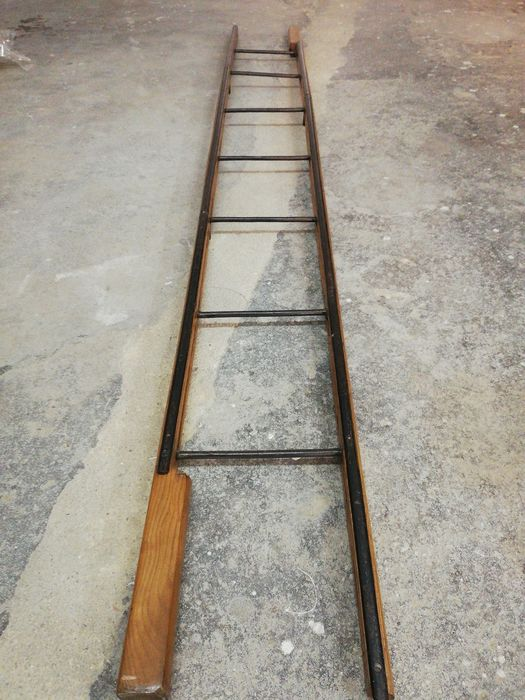 Library articulated ladder