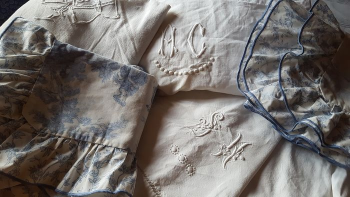 Three beautiful monogrammed old sheets - 2 pillowcases JOUY canvas (5) - Cotton