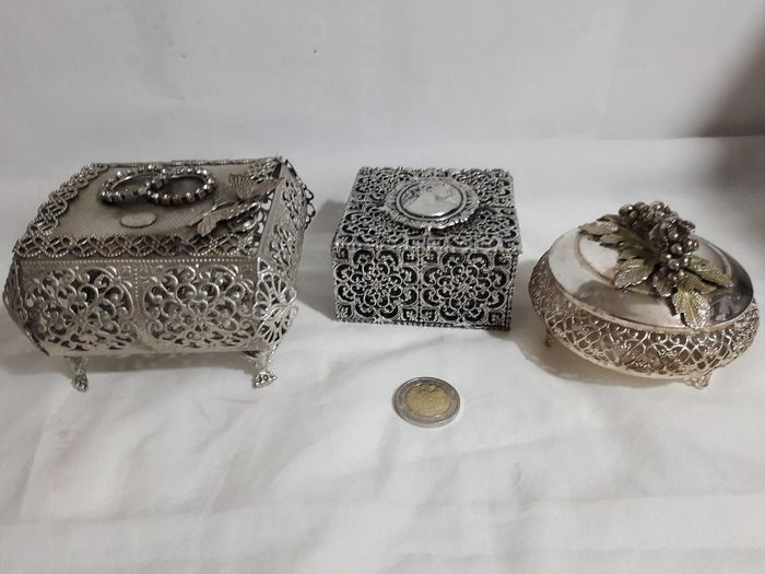 Lot 3 vintage filigree jewelry boxes - Silver plated