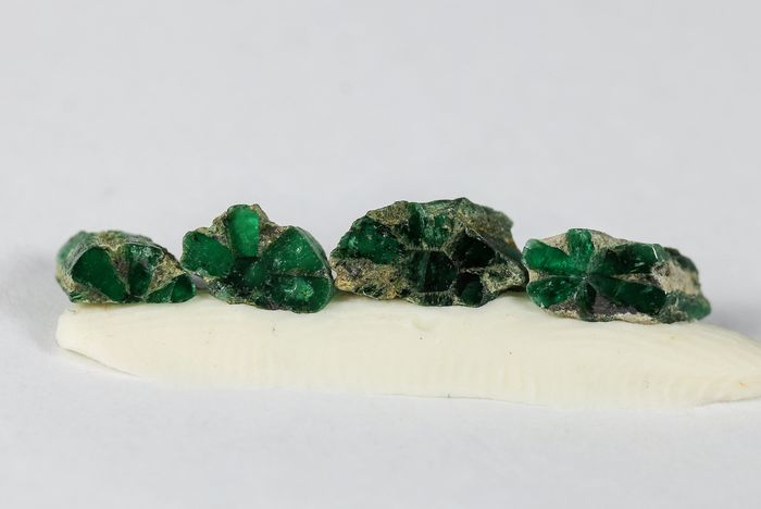 Very Rare Trapiche Emerald - 1.97 ct. Crystals - 0.39 g