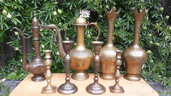 Collection of special jugs and candlesticks. (8) - Brass, Copper