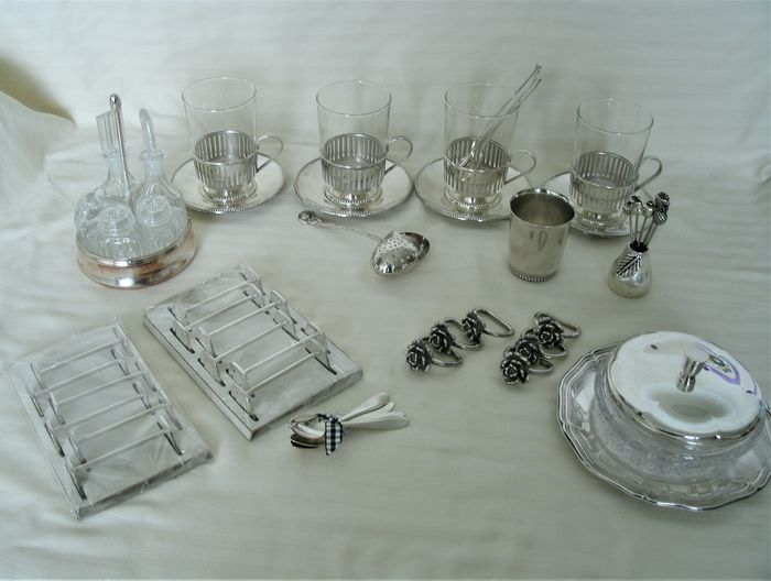 div. silvered utensils. - Silverplate