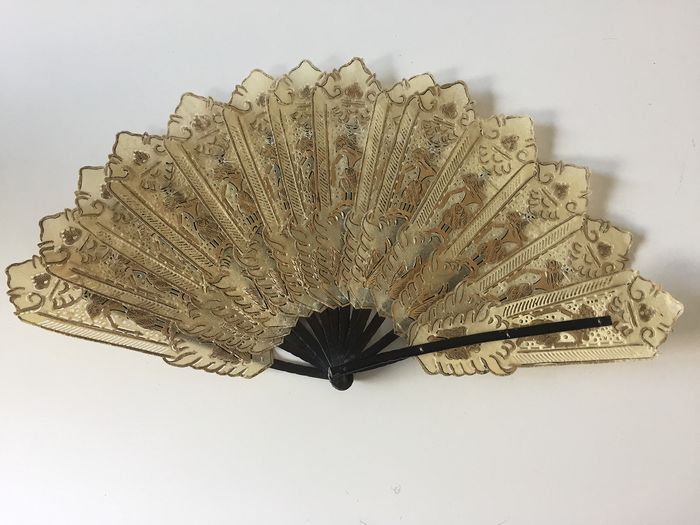 Antique fan, special! - Buffalo skin with gold paint