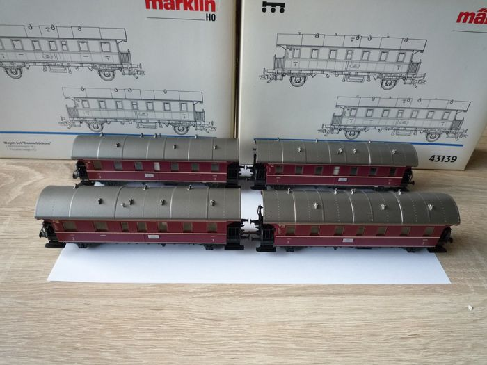 Märklin H0 - 43138/43139 - Passenger carriages set - Two sets of red 'thunder buses' with lighting - DB