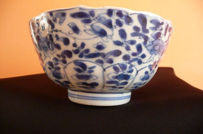 Bowl (1) - Floral - Porcelain - China - Kangxi (1662-1722)