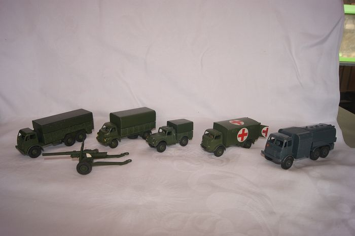 "Dinky Toys - 1:48 - First Issue British Army ""Foden 10-Ton Army Truck"" no.622/ ""Fordson Thames Ambulance""no.626/""R.A.F. - Pressure Refueller""no.642/""5.5 M.Gun""no.692/""Big Bedford 3-Ton Wagon""no.621/""1-Ton Army Truck no.641"