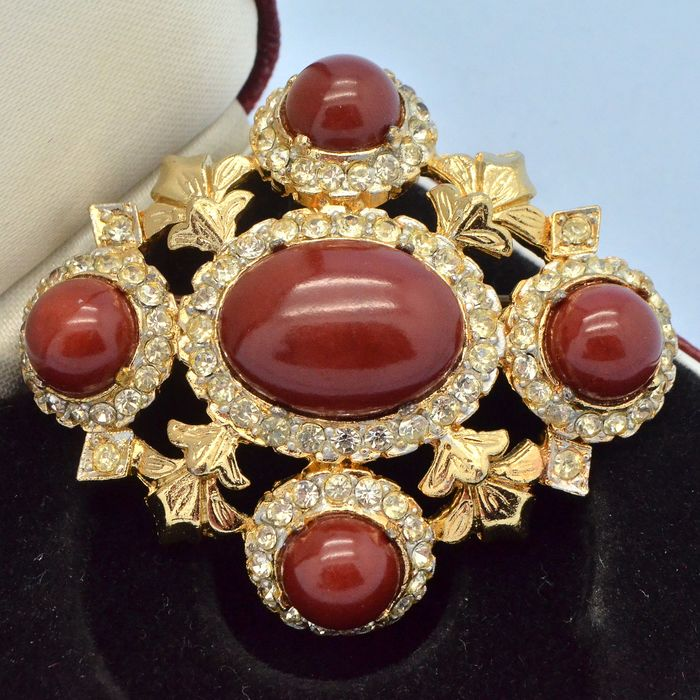Sphinx Vintage Faux Carnelian & Crystal Gold Plated - Brooch