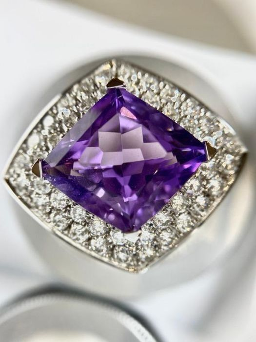 Mauboussin Diamonds and gemstones ring good as new!! - 18 kt. Yellow gold - Ring - 8.60 ct Amethyst - Amethysts, Diamond