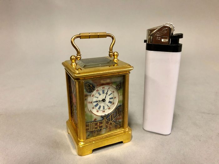 Miniature carriage clock with navy and red porcelain - Brass - 21st century