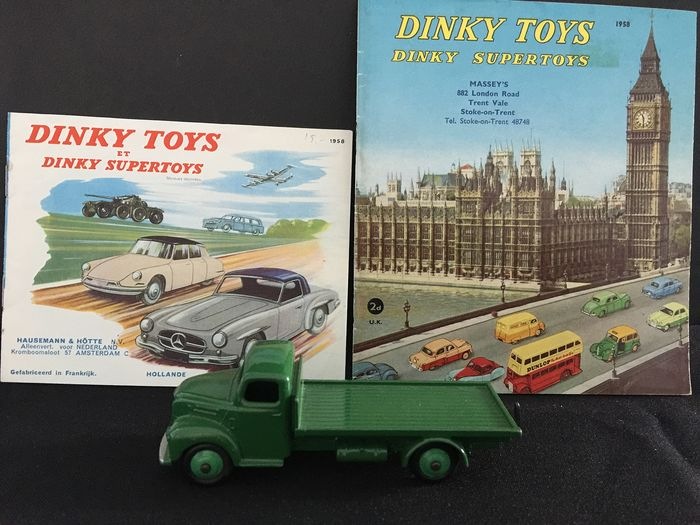 Dinky Toys - 1:12 - Nr 422 fordson Thames flattruck cataloque 1958 french and english