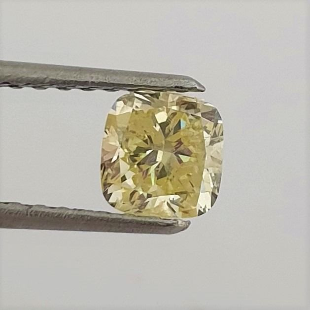 Diamond - 0.84 ct - Cushion - Natural Fancy Yellow - SI1