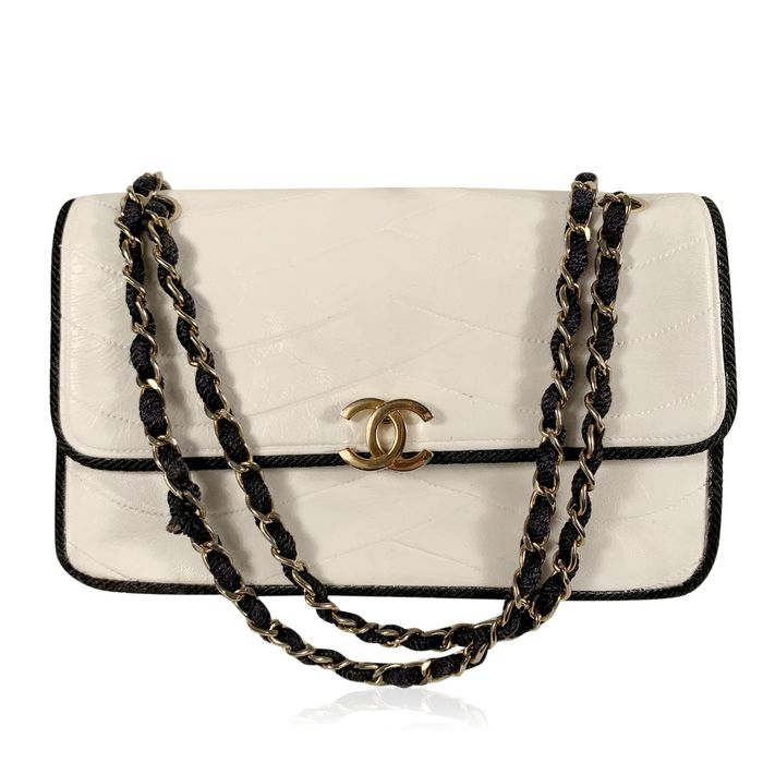 Chanel - Vintage White Quilted Leather Cord Trim Schultertasche