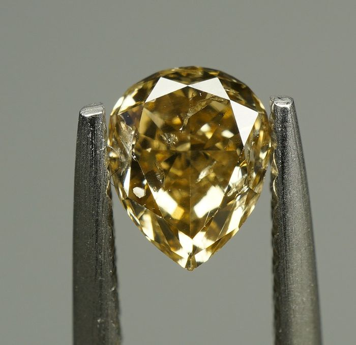 1 pcs Diamante - 0.67 ct - PERA BRILLANTE - NATURAL FANCY YELLOWISH BROWN - SI2- No Reserve