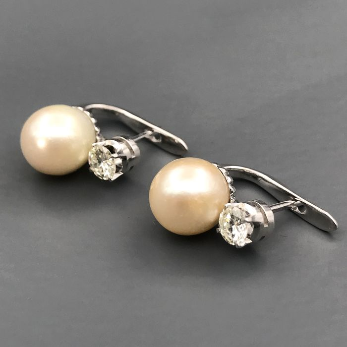 18 kt. Saltwater pearls, White gold, 8.94 mm - Earrings - 0.66 ct Diamond
