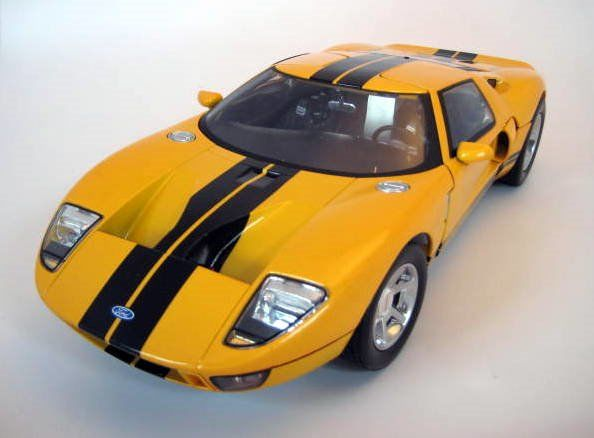 Motormax - 1:12 - Ford GT Concept Yellow with black stripes - Menta cutie