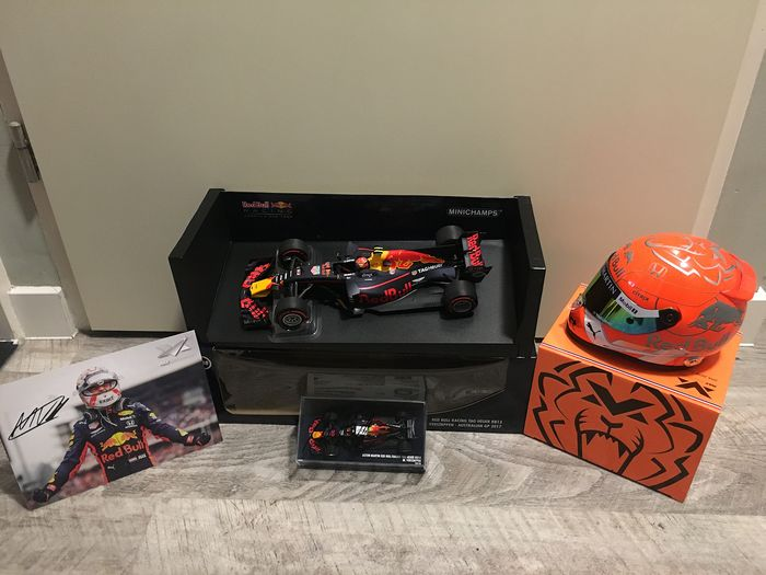 Red Bull - Formula One - Max Verstappen - 2019 - 1/2 Scale helmet, Model cars and fancard