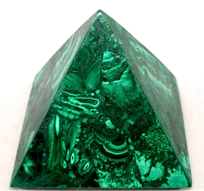 First Quality Malachite Pyramid 3873ct - 102×100×92 mm - 774.6 g