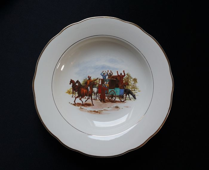 Digoin & Sarreguemines France - Borden met paardendecoraties (10) - Porselein