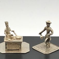 C.A Stout Rotterdam & Gebr.Niekerk - 2 Handmade Dutch silver Miniatures man with pan and cook at oven (2) - Silver