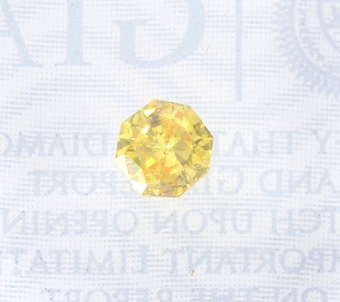 Diamond - 0.28 ct - Octogonal - No Reserve Price - fancy vivid orangy yellow - Not mentioned on certificate